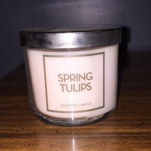Spring tulip candle NWT